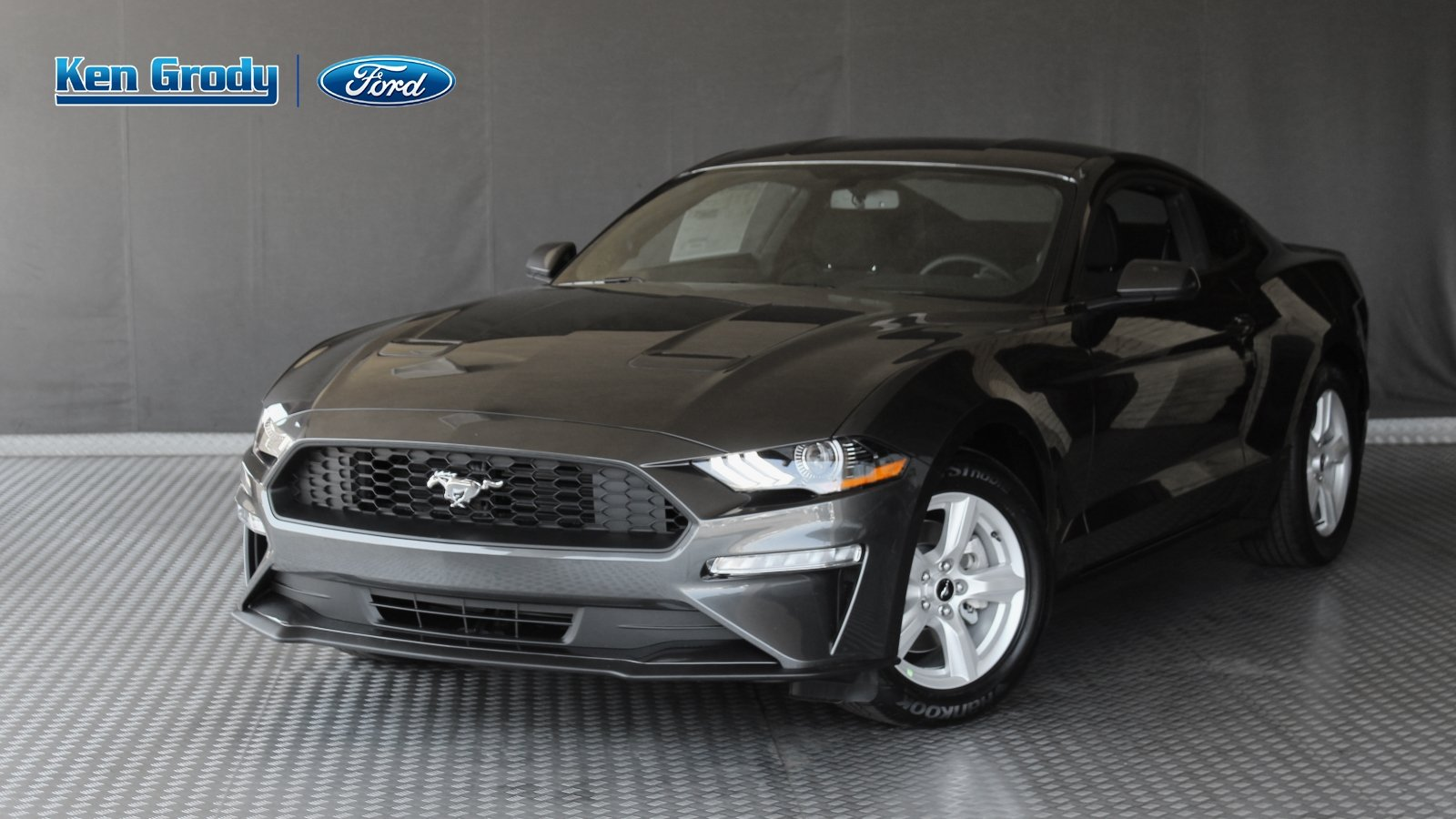 New 2019 ford mustang coupe